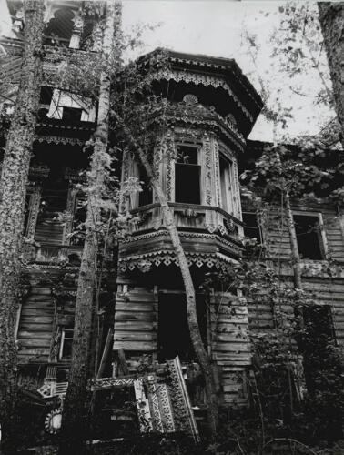 Эркер на южном фасаде. 2000 г.